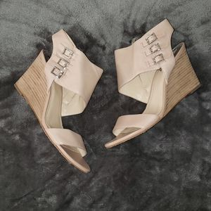 Brand new leather Vince Camuto nude wedge. Sz 10